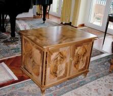 Fabrication meuble style Louis XVI avec marqueterie en noyer