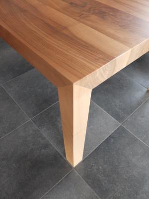 Pied de table façonné à la main